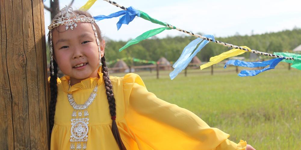 Работа: Маленькая якутская красавица в традиционном халадае. Праздник встречи солнца в якутском селе Майя