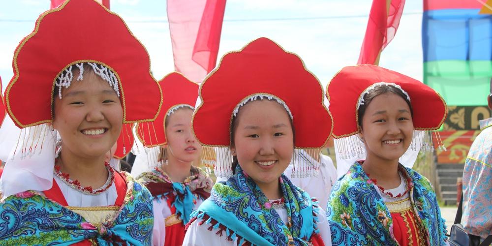 Работа: Наша общая Россия: якутский праздник Ысыах встречаем русском наряде!