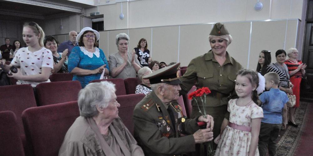 Работа: Поздравление ветеранов ВОв