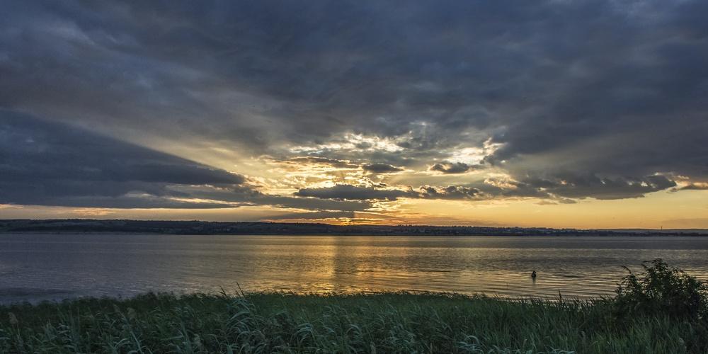 Работа: Закат на реке Волге