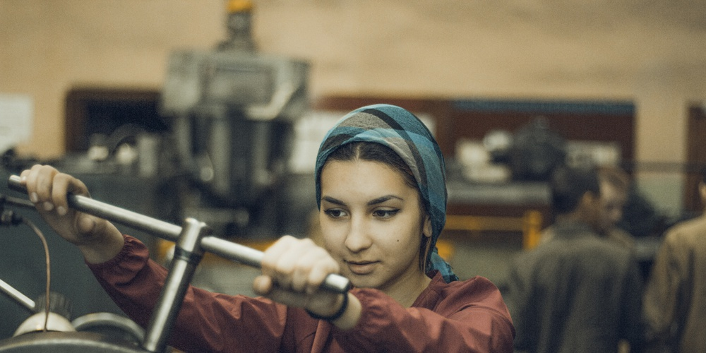 Работа: Девушка у токарного станка