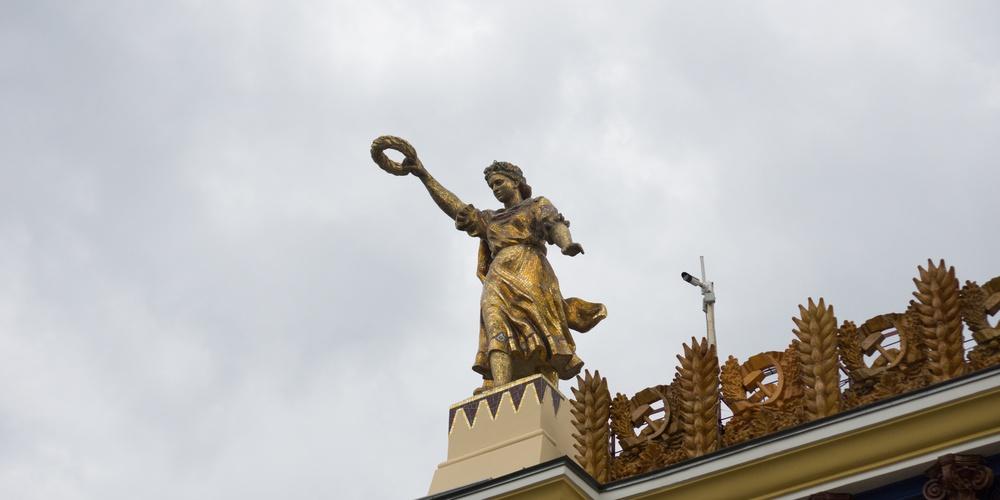 """Работа: Статуя девушки, павильон """"Земледелие"""", ВДНХ"""